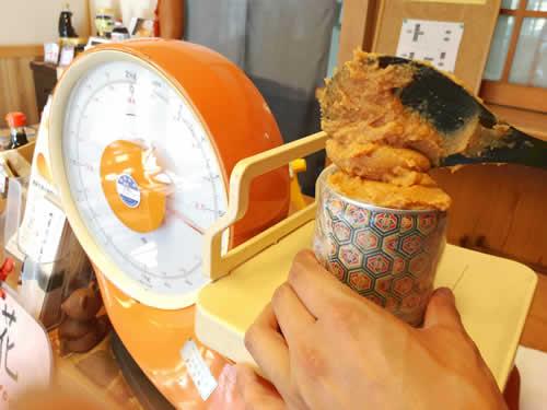 滋賀で味噌、麹、甘酒を量り売り