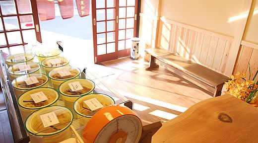 滋賀県大津の九重味噌の店内