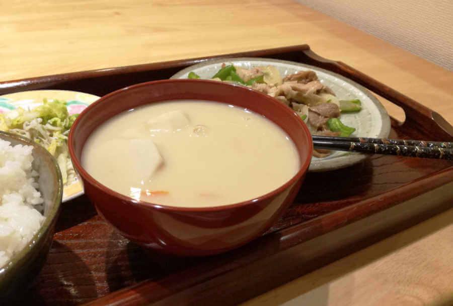 古くなった白味噌(西京味噌)でお雑煮を作ってみた。