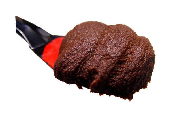 特選赤だし味噌・甘口、愛知県の豆味噌と3種の米味噌をブレンドした赤だし味噌