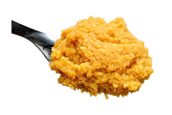 特選一年粒生味噌、北海道産大豆と国産米を使用した2倍麹の一年天然醸造の生味噌