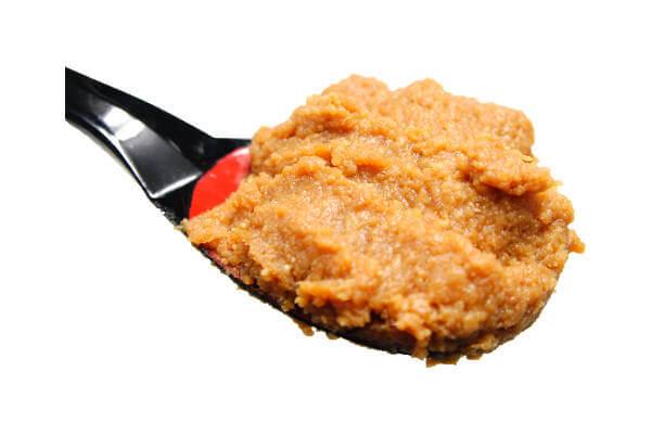 天然粒生味噌、滋賀県産の米、大豆を使用し手作りで仕込んだ長期熟成の天然醸造味噌